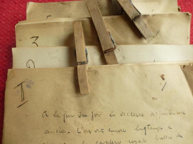 Manuscrits retrouvés dans une vieille malle