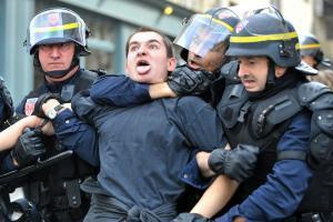 Occupation du ministère de l'ESR, arrestations et violences policières (07/05/09 - Vidéo & photos)