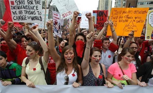 Manifestation en soutien au mouvement étudiant québécois, à Paris le 22 mai 2012